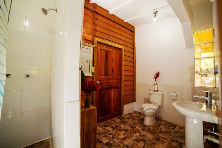 casa escultura apartment bathroom